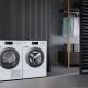 Wäschetrockner mit Waschmaschine in moderner Wohnung